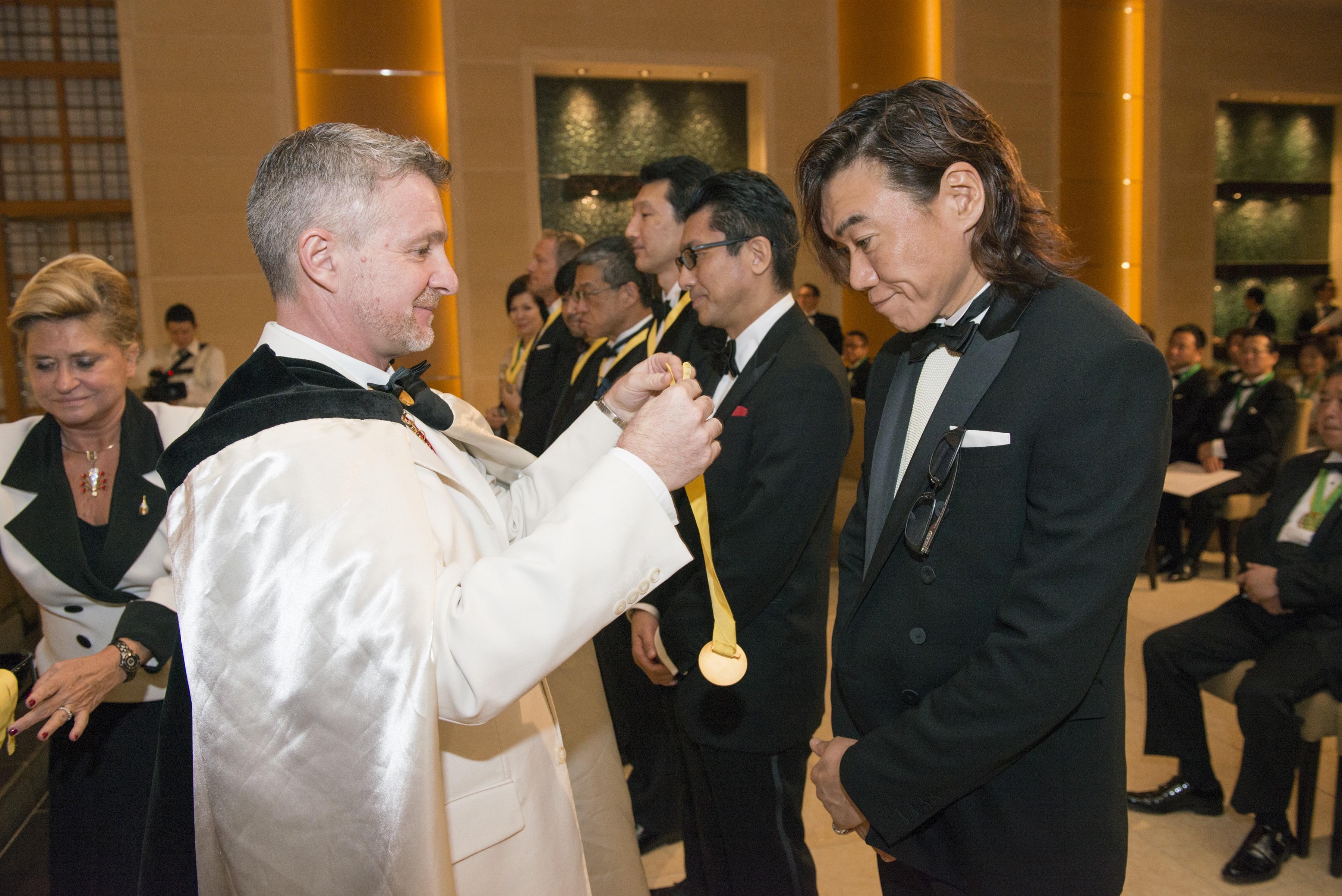 オーナーシェフ渡邉明が「オフィシエ」の称号獲得!